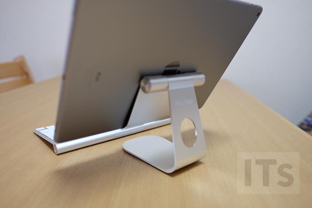 iPad Proとスタンドを後ろから見た