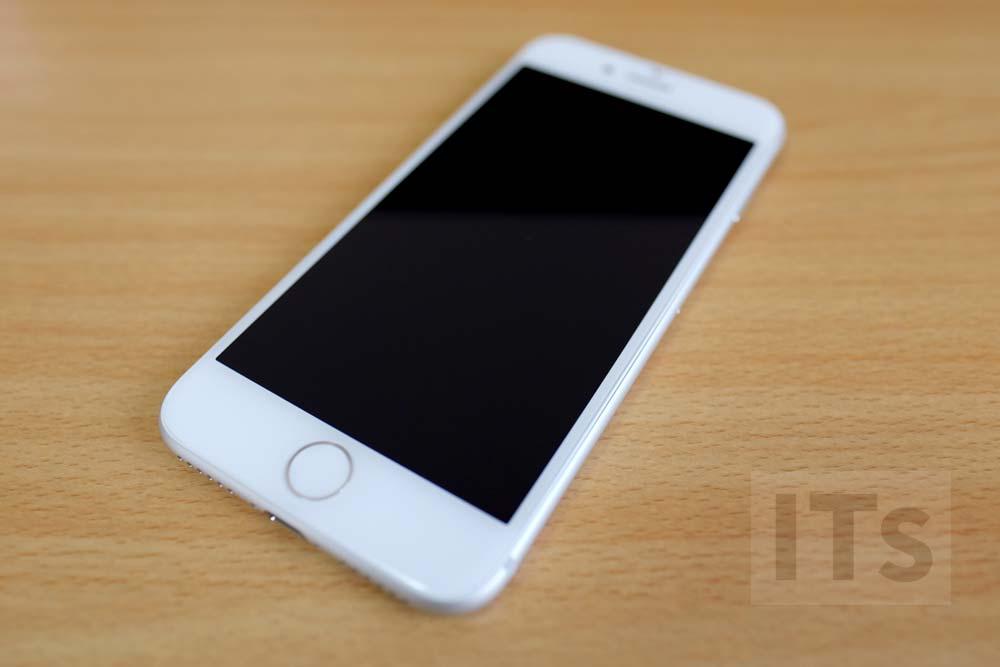 iPhone7 本体デザイン 前面