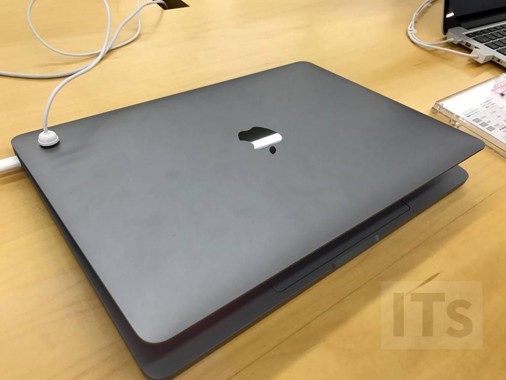 13インチMacBook Pro(Touch Barなし)背面のロゴマーク