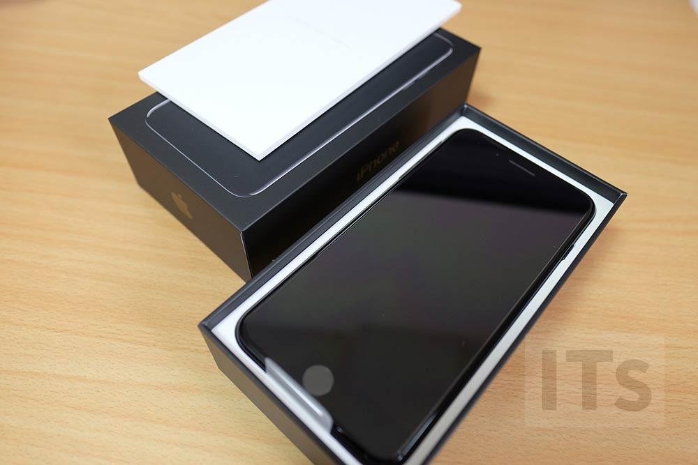 iPhone 7 Plus パッケージ