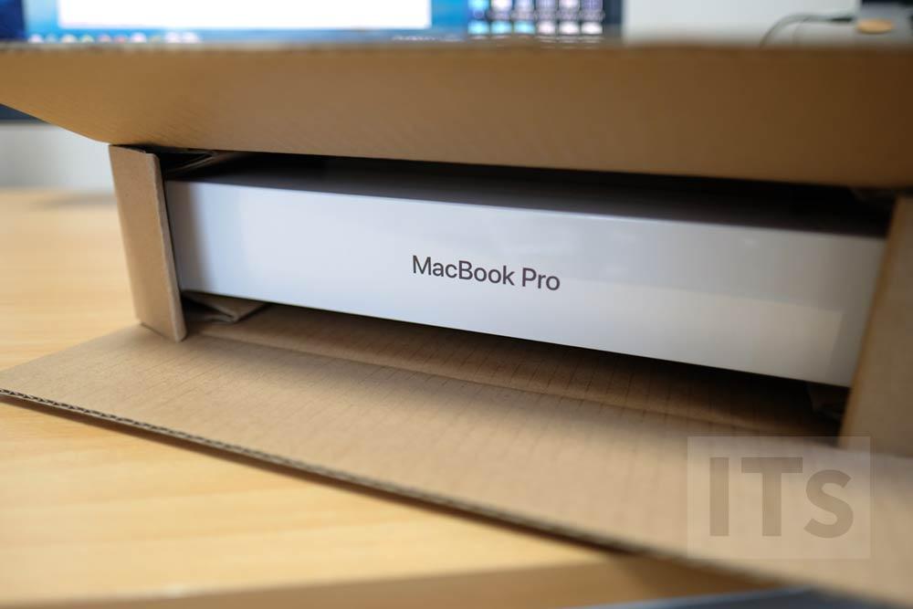 13インチMacBook Pro 梱包