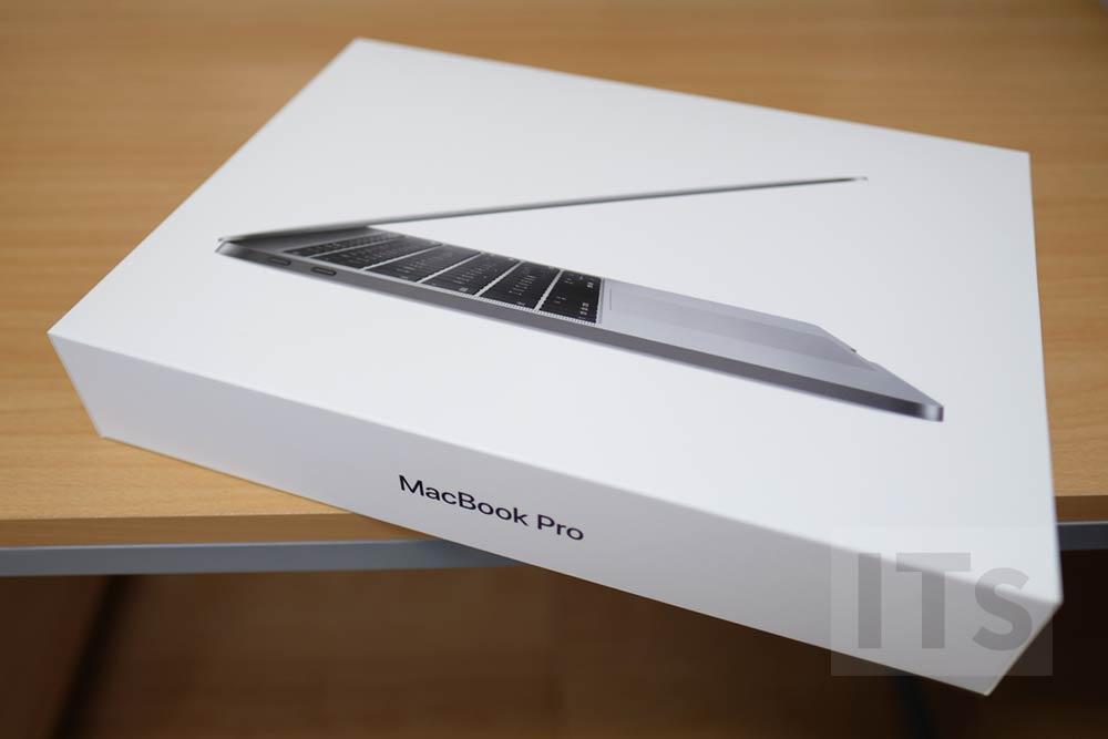 13インチMacBook Pro パッケージ