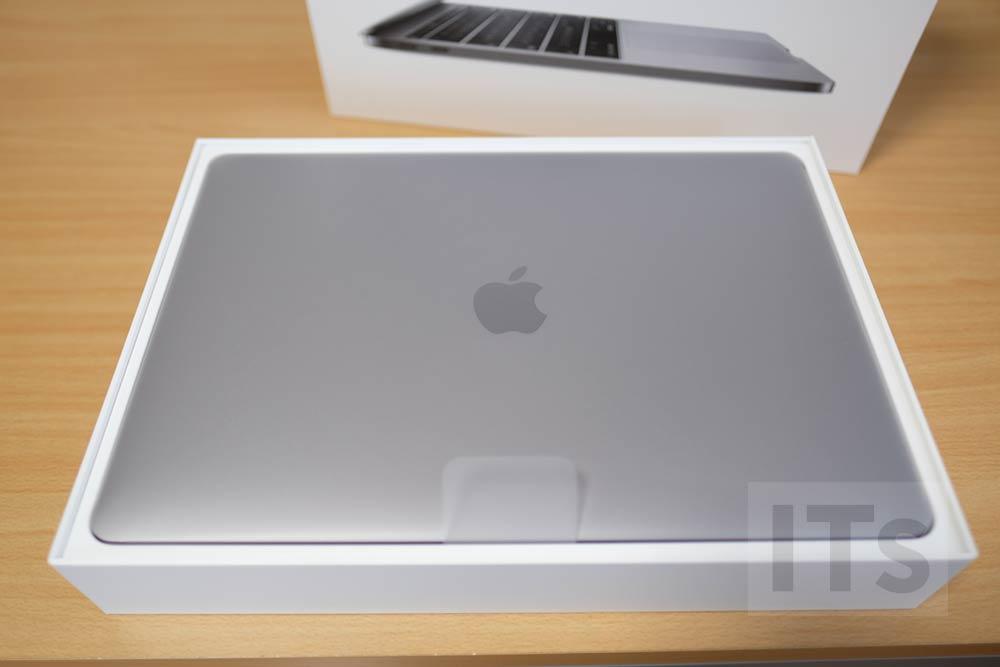 13インチMacBook Pro 本体
