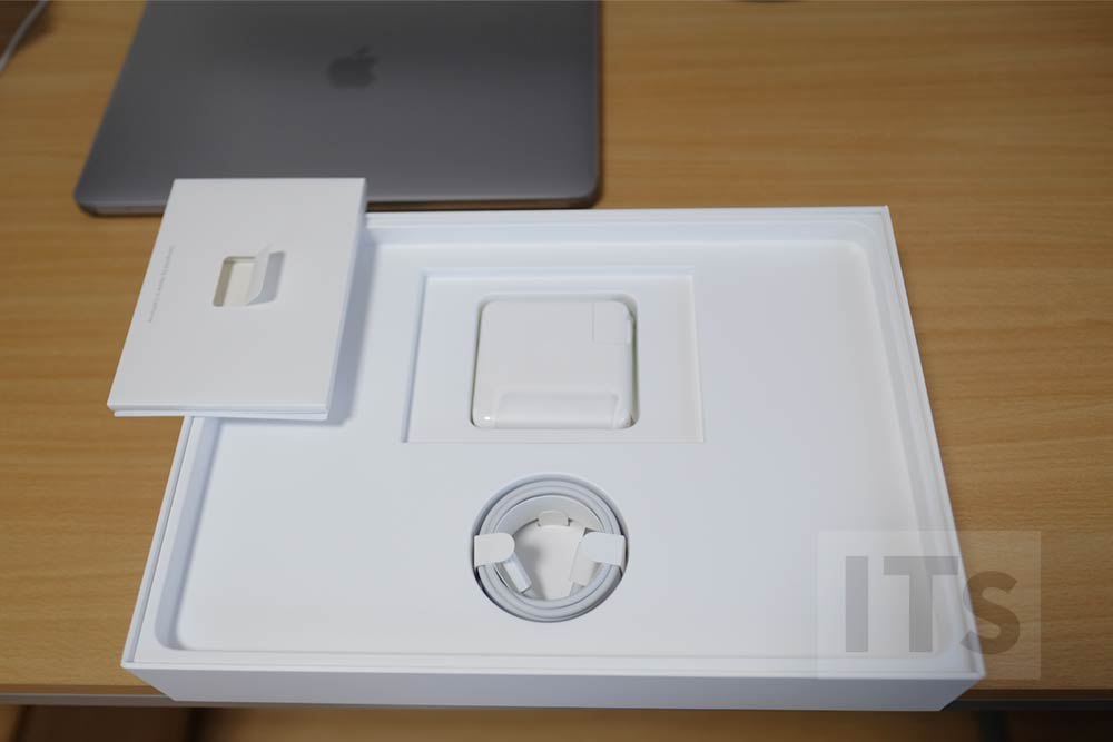 13インチMacBook Pro 付属品