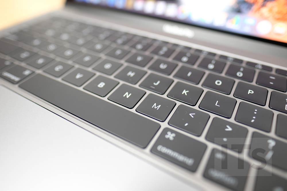 13インチ MacBook Pro バタフライ構造のキーボード