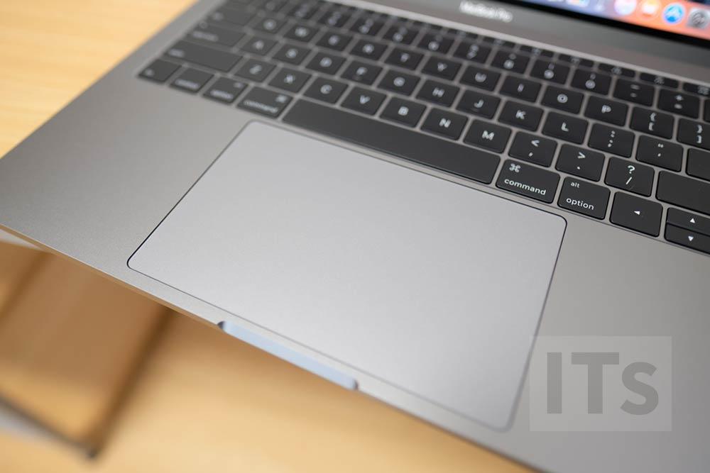 13インチ MacBook Pro トラックパッド