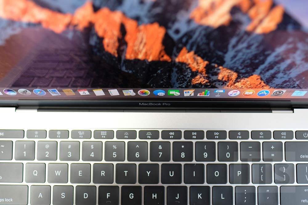13インチ MacBook Pro ヒンジ部分
