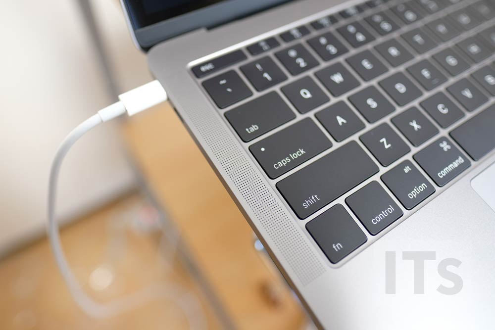 13インチ MacBook Pro スピーカー
