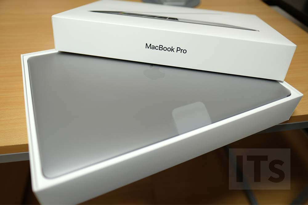 MacBook Pro Late 2016 本体