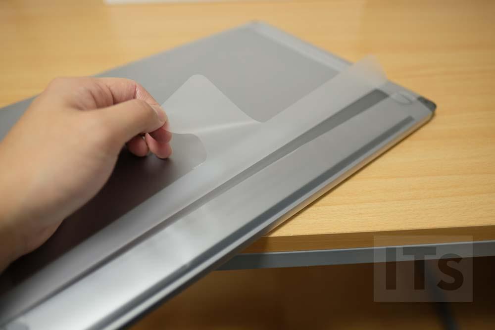 MacBook Pro Late 2016 フィルムを剥がす