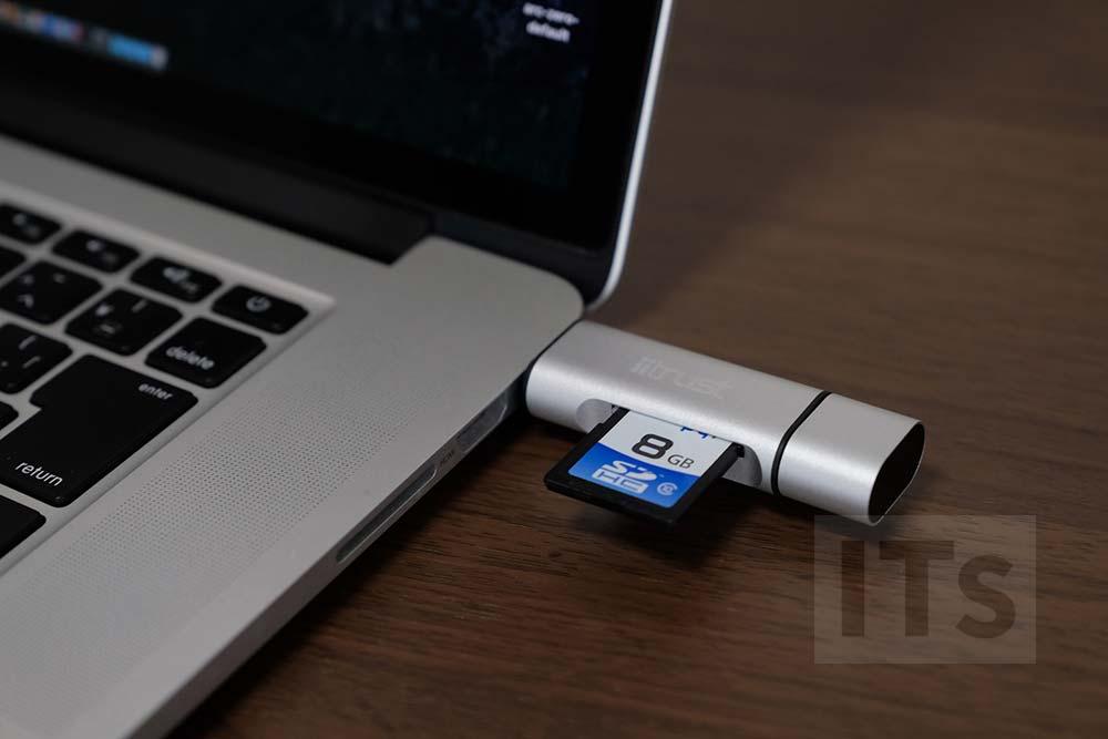 旧型のMacBookProにSDカードを挿す