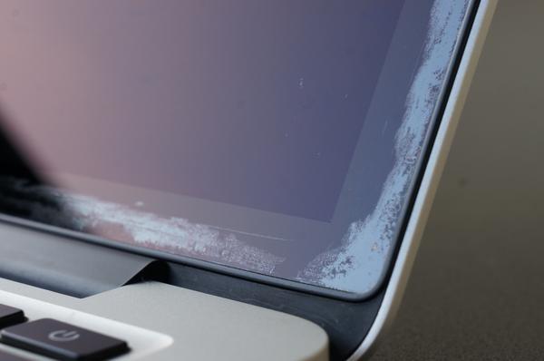 MacBook Pro ディスプレイの反射防止コーティング