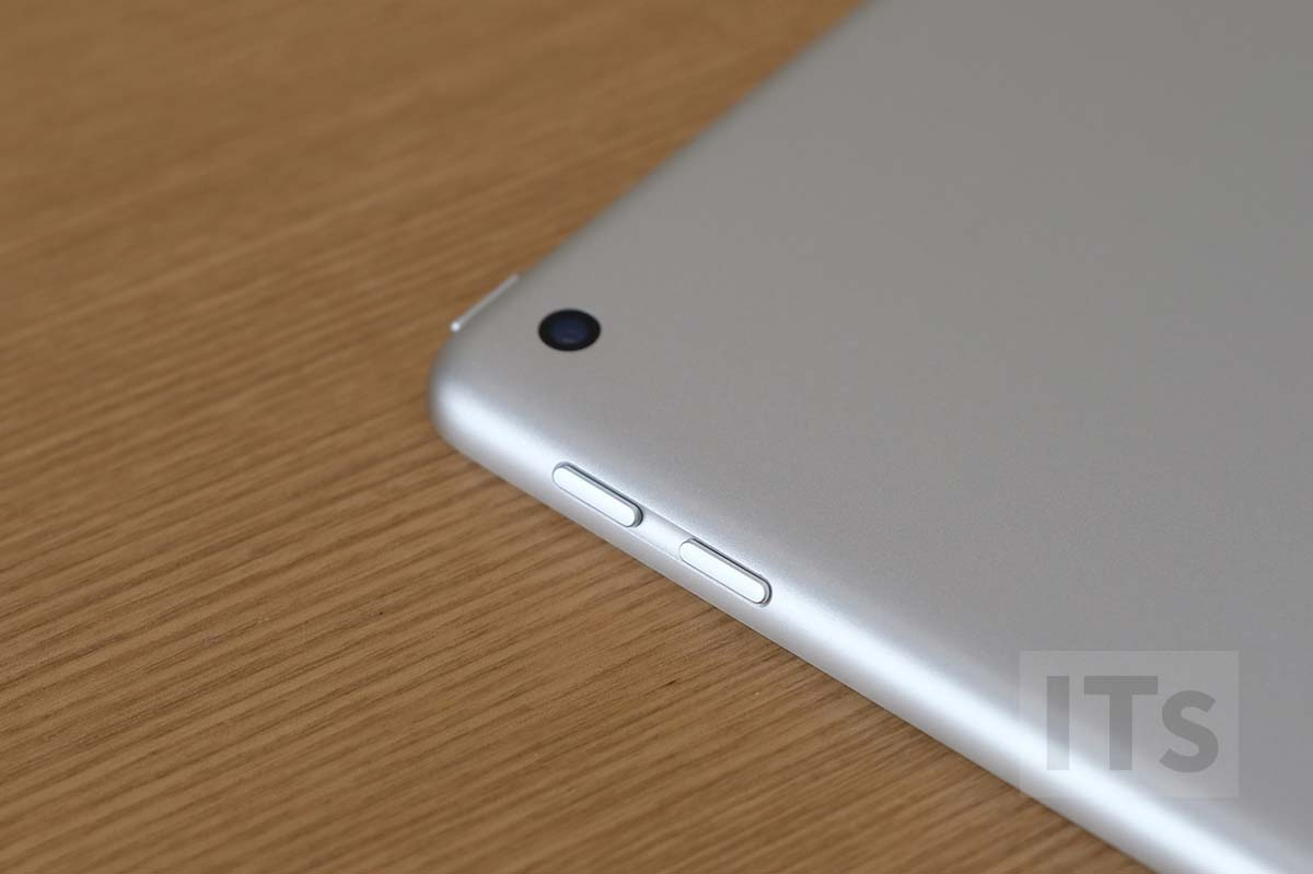 iPad 第5世代 カメラレンズ