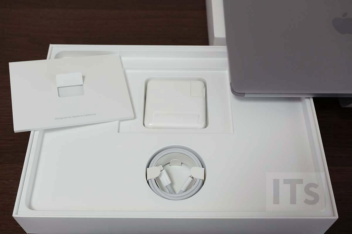 13インチMacBook Pro 2017 付属品