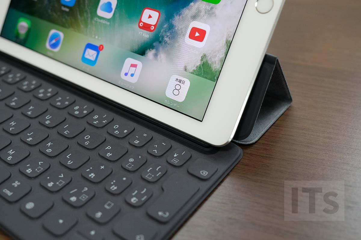 9.7インチiPad Proと10.5インチ版スマートキーボード はみ出る