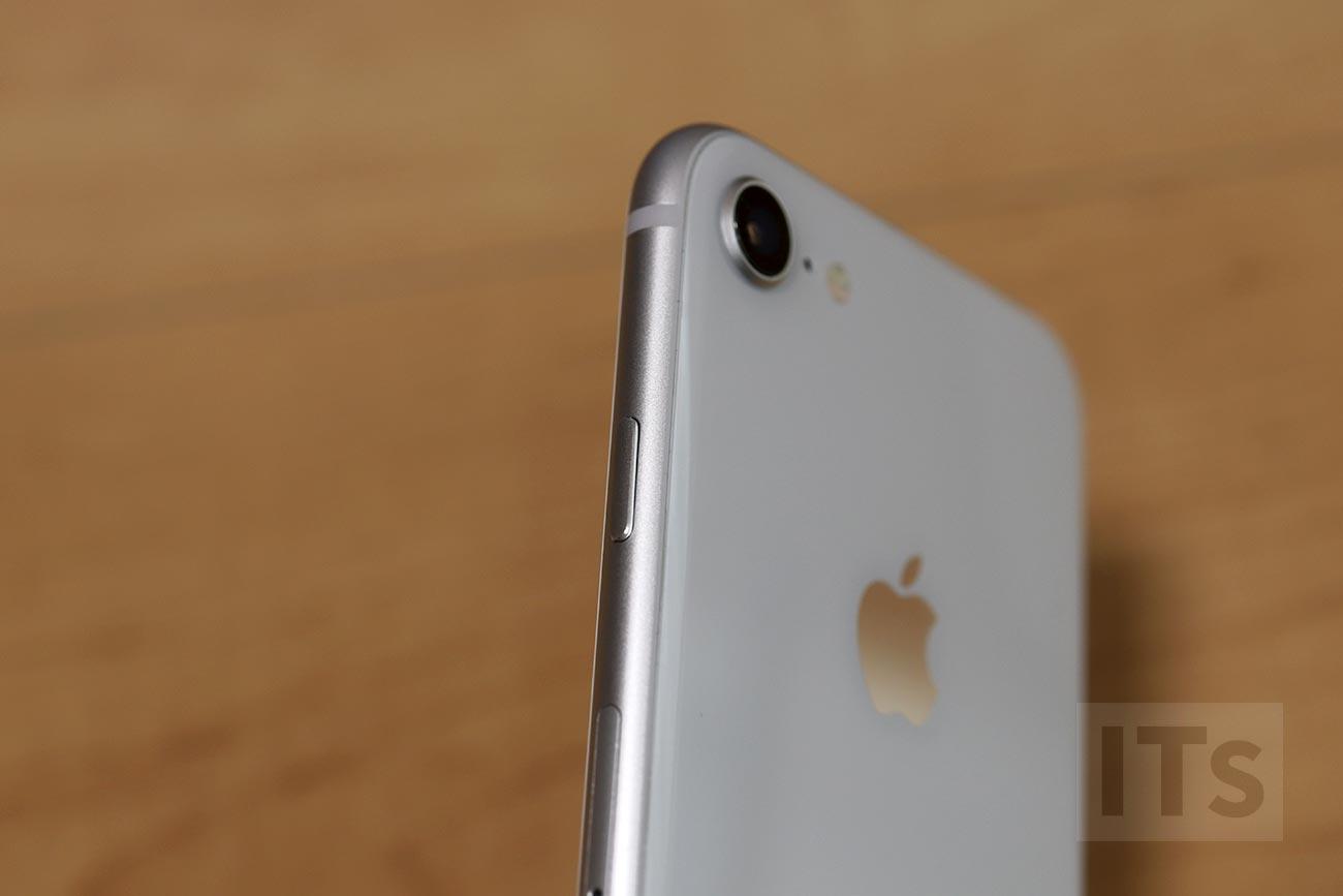 iPhone 8 ガラス素材
