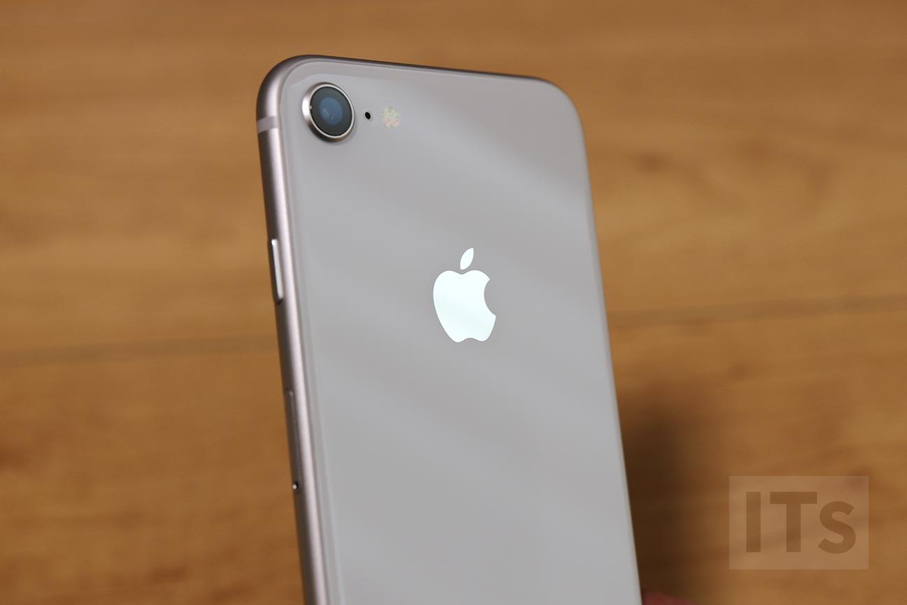 iPhone 8 背面パネル