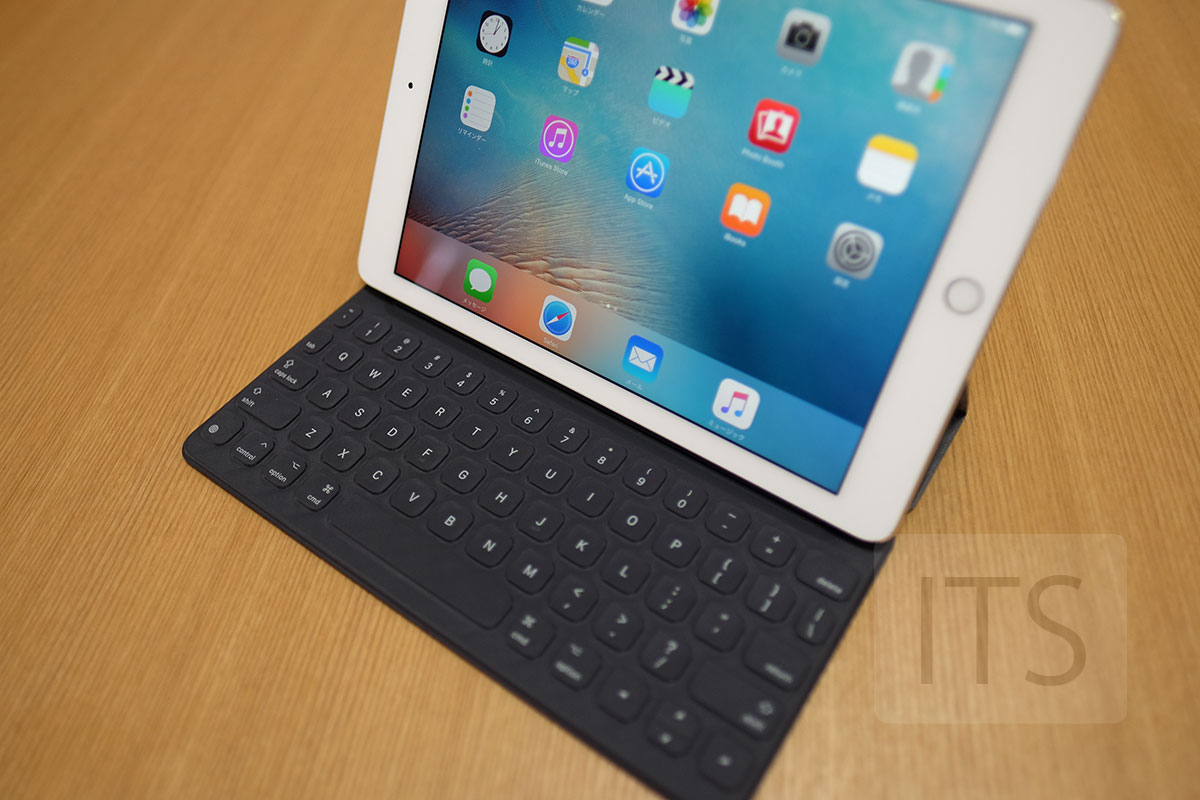 9.7インチ iPad Pro smart keyboard