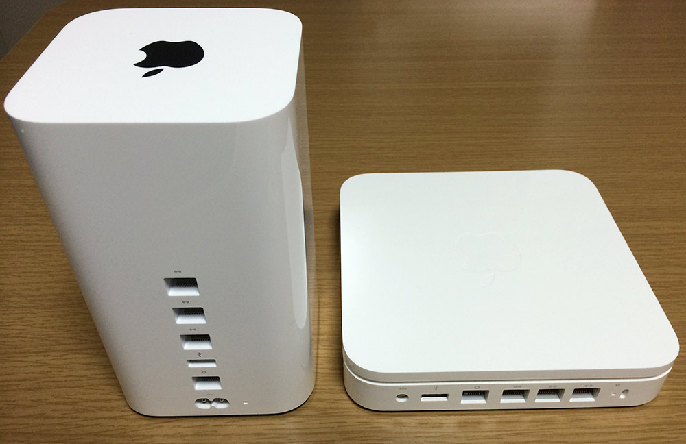 AirMac Time CapsuleとAirMac Extremeのポート部分の比較