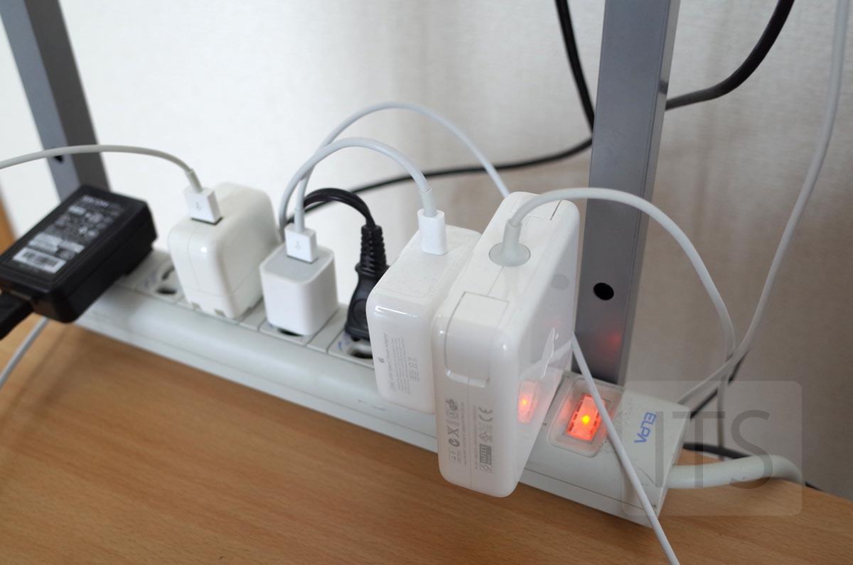Appleの電源アダプタ