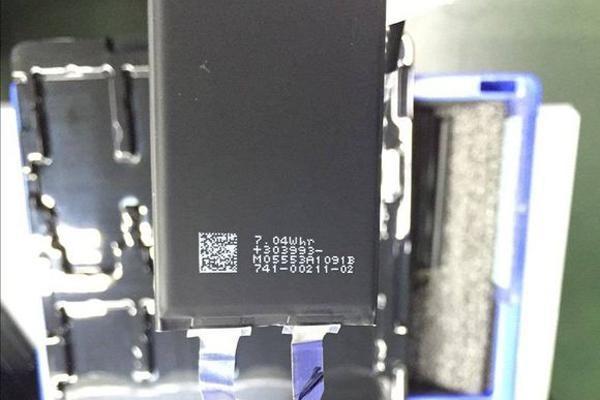 iPhone 7 バッテリーパック(リーク画像)