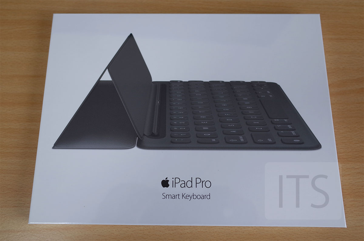 9.7インチiPad Pro Smart Keyboard パッケージ