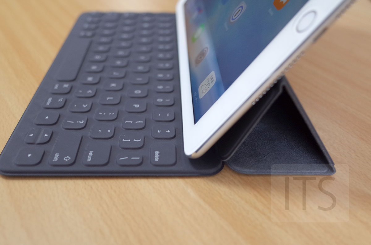 Smart KeyboardをiPad Air 2に装着