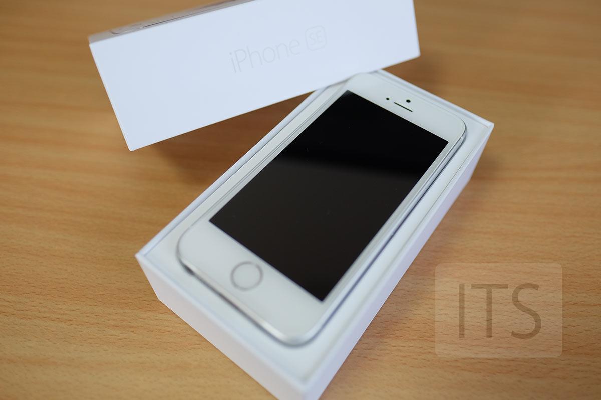 箱の中に入ったiPhone SE