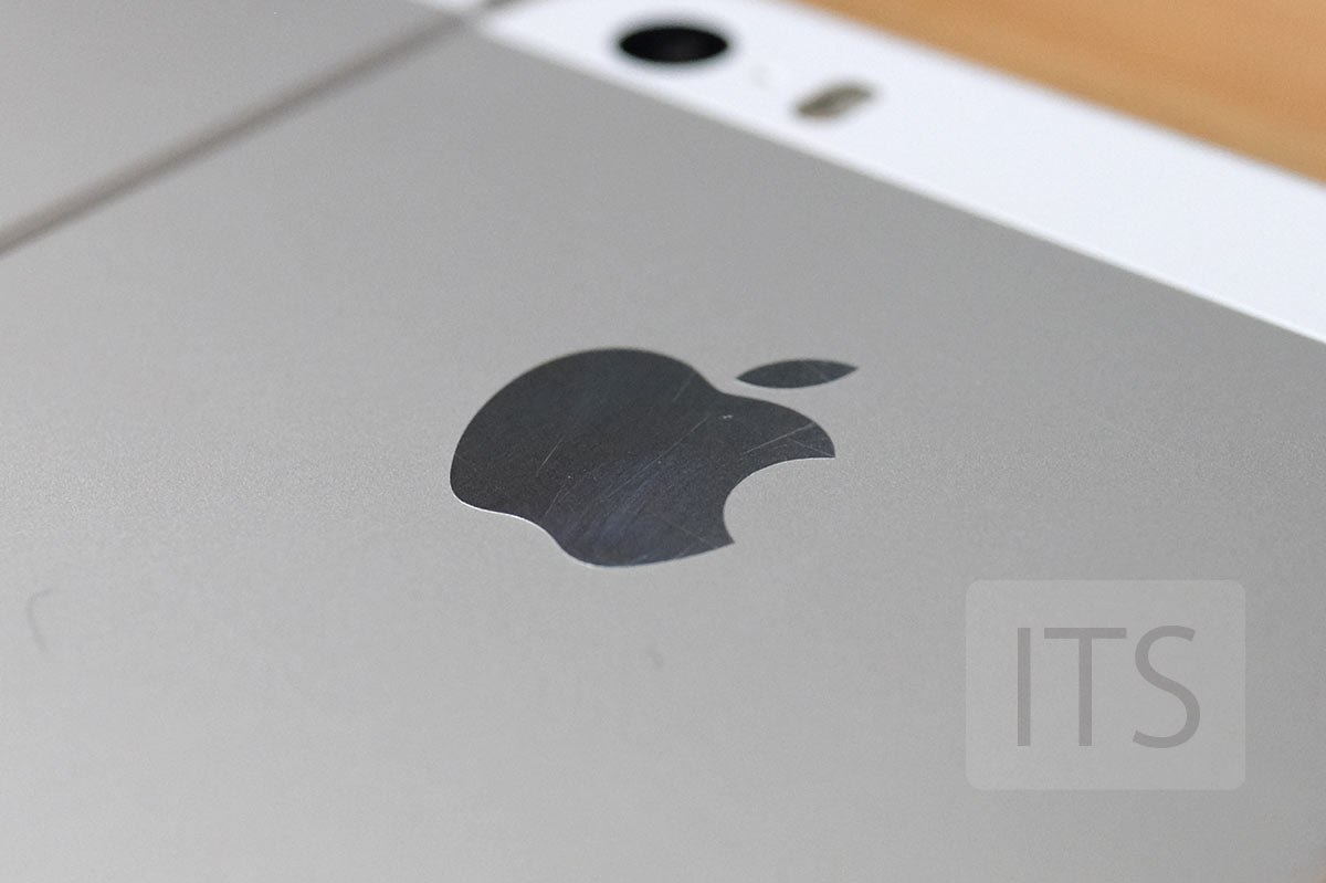 iPhone 5s Appleのエンブレム
