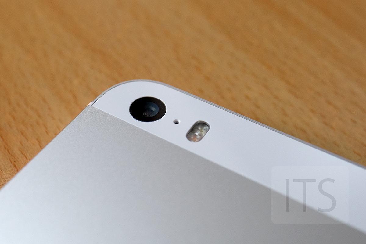 iPhone SE カメラレンズ