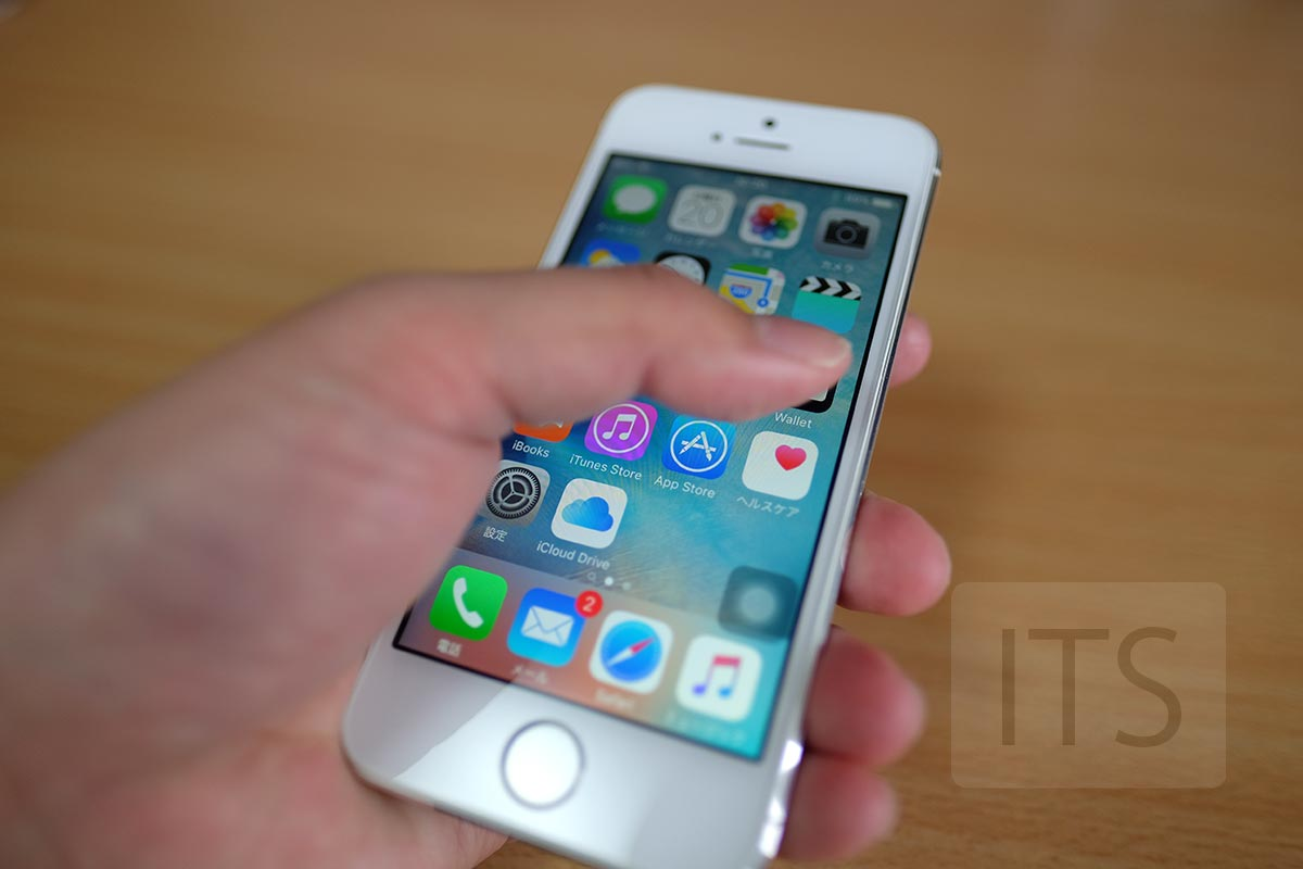 iPhone 5s 片手で持つ