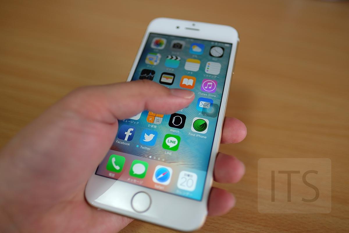 iPhone 6s 片手で持つ