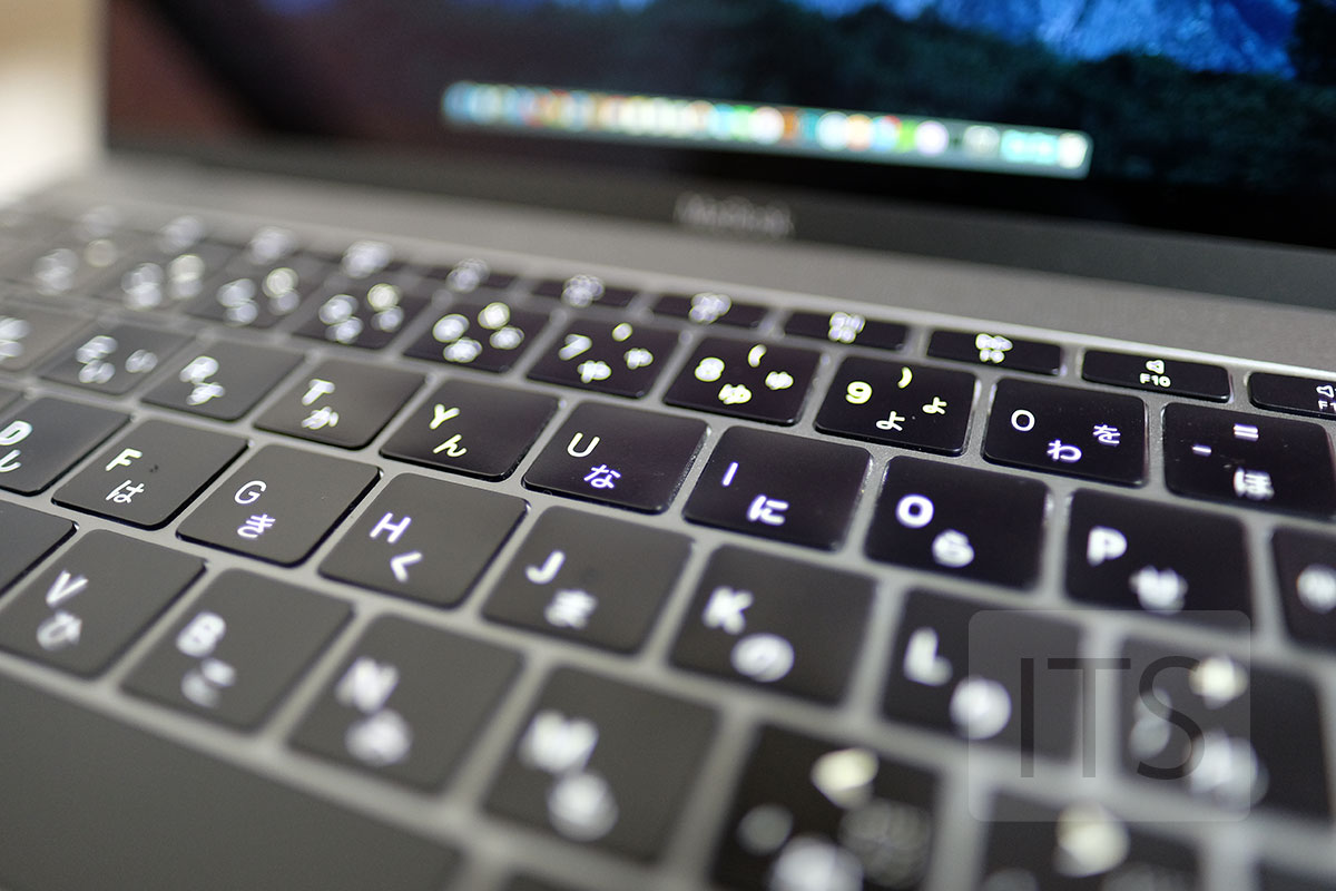 バタフライ構造のキーボード(MacBook)