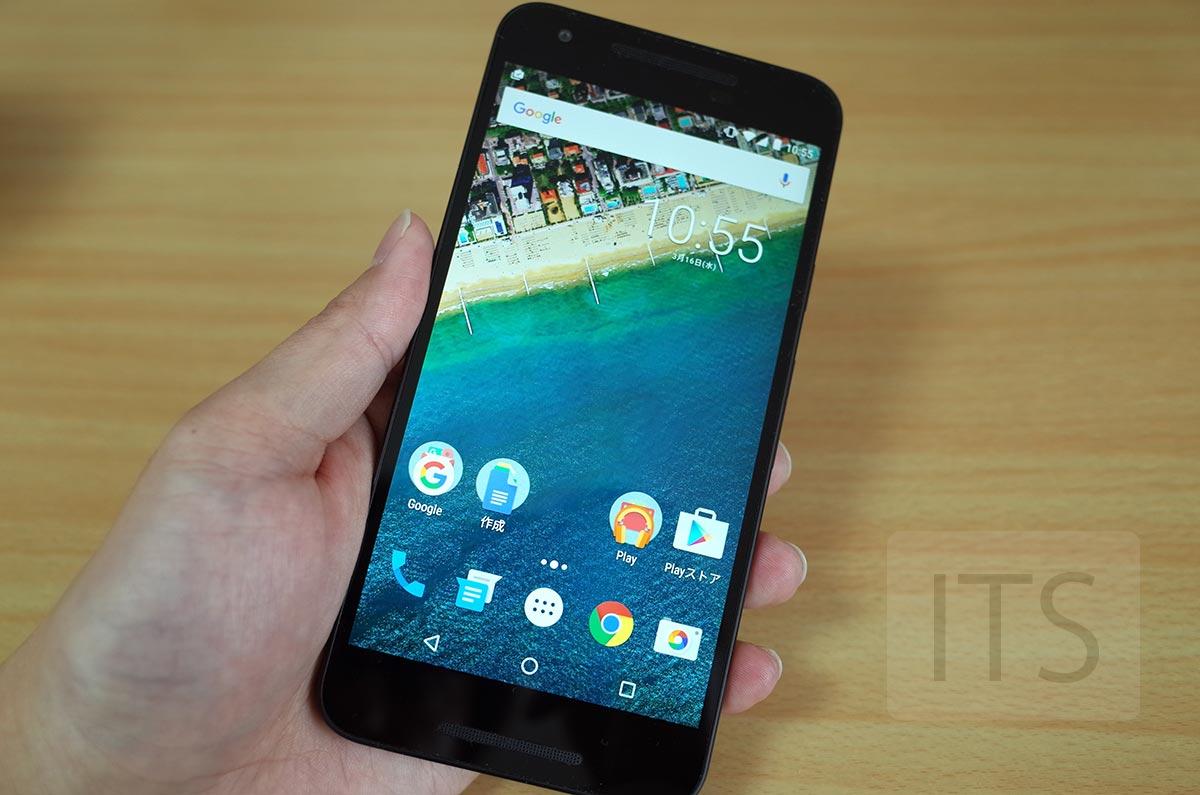 Nexus 5X 手で持ったところ