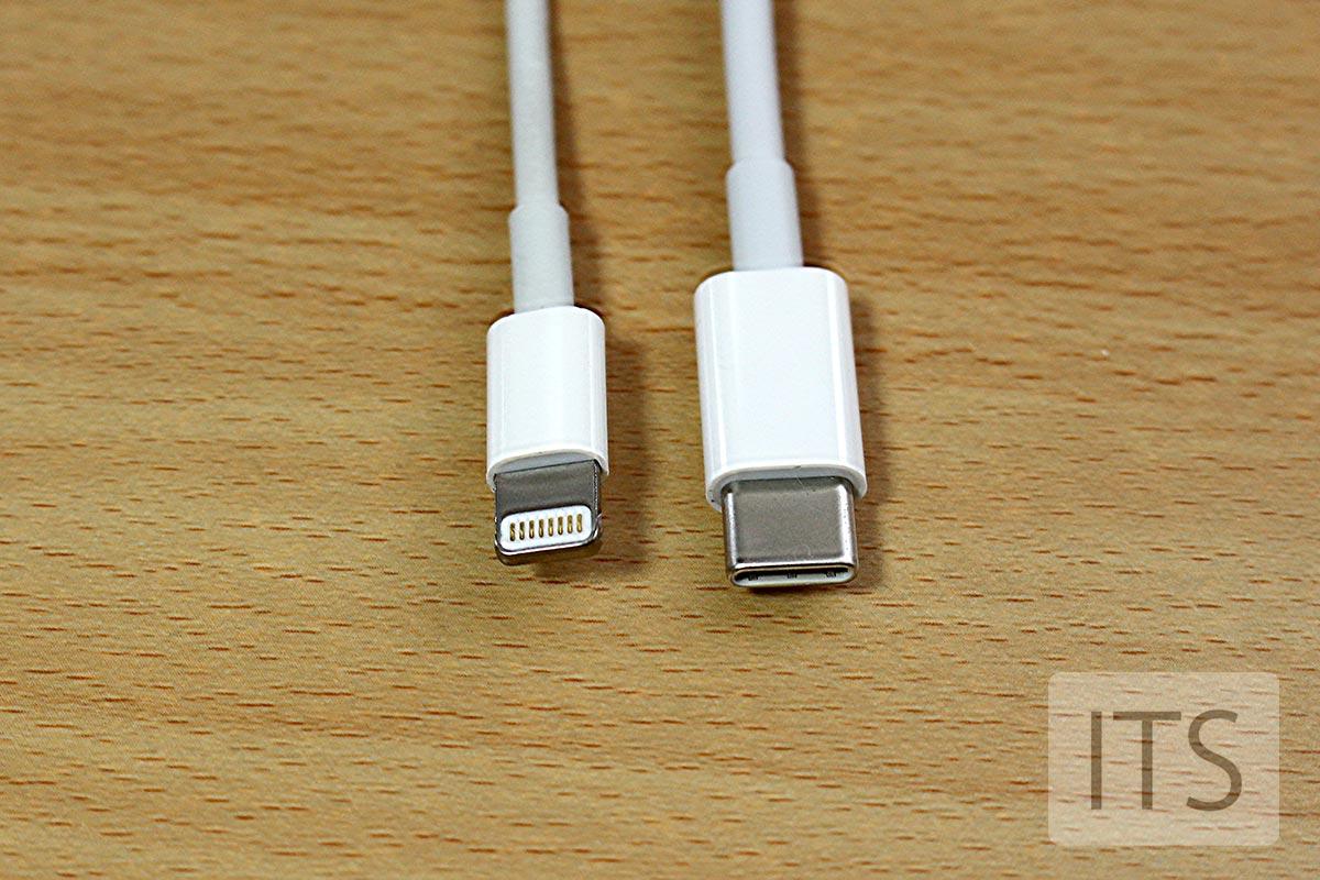 USB-CとLightningの端子比較